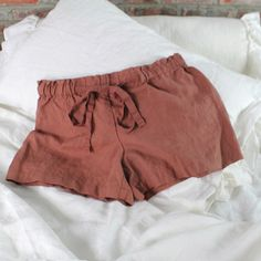 Fashionable for street and home wear, our washed linen shorts made of pure linen are definitively the most comfortable and lovely outfits. They come in dainty colors and different sizes. A self fabric