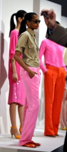 Khaki and pink - love  Colour blocking - love  Hot pink & tangerine - love