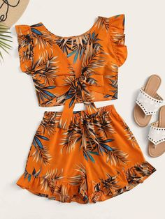Shein Plants Print Tie Front Ruffle Trim Top With Shorts Girls Fashion Clothes, Kids Fashion, Fashion Outfits, Clothes For Women, Cute Summer Outfits, Cute Casual Outfits, Casual Dresses, Two Piece Jumpsuit, Blouse Models