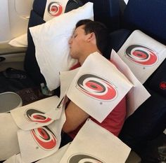 the new victim of the caniac blanket: Jeff Skinner
