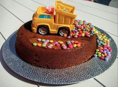Cake and birthday gift ideas for 2 year old boys - gateau anniversaire enfants Make Birthday Cake, Baby Birthday Cakes, Kids Food Crafts, Grilling Gifts, Cakes For Boys, Cute Cakes, Beautiful Cakes, Fudge, Cake Recipes