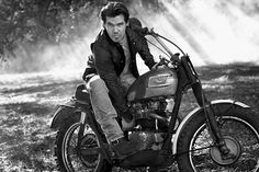 OMG I'm gonna die, Dayum! Vincent Motorcycle, Norton Motorcycle, Enfield Motorcycle, Motorcycle Style, Ajs Motorcycles, British Motorcycles, Josh Brolin Young, Modern Cafe Racer, Easy Rider