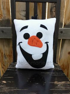 Olaf frozen pillow plush cushion by telahmarie Snowman Crafts, Felt Crafts, Fabric Crafts, Sewing Crafts, Sewing Projects, Cute Pillows, Diy Pillows, Decorative Pillows, Christmas Sewing