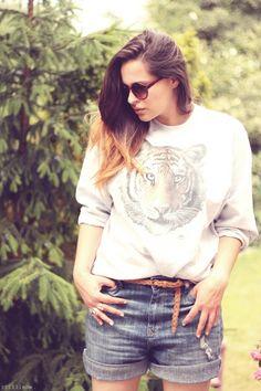 "Jessie of ""Stilliebe"" wearing UO's vintage Urban Renewal wildcat sweater #urbanoutfitters #vintage #tiger"