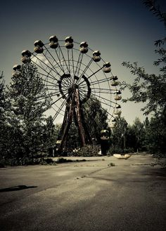 What is it about an abandoned ferris wheel?   The abandoned Pripyat Amusement Park's attractions are still unmoved after 24 years of the Chernobyl disaster. (Image: drmonowsky)