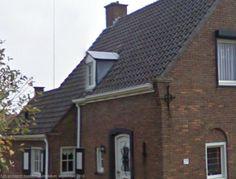 Knusse gevelhoek/uitbouw. Luikjes (maar niet overal), vakverdeling in de ramen, dakgoot, regenpijp, mooie details, subtiel.