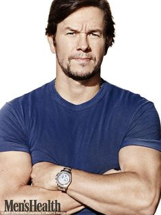 While his early days as a Calvin Klein poster boy are behind him, Mark Wahlberg still adheres to the rigorous health and fitness regimen that helped win him an army of female admirers. Actor Mark Wahlberg, Poster Boys, Z Cam, Cyberpunk Character, Evolution Of Fashion, Celebrity Dads, Celebrity Style, Channing Tatum, Best Model
