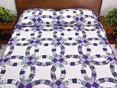Lavender and Green Double Wedding Ring Quilt. Another good idea but need to do in blues and lavendars. Country Quilts, Amish Quilts, Sampler Quilts, Amish Country, Barn Quilts, Wedding Ring Quilt, Wedding Quilts, Double Wedding Rings, Double Ring
