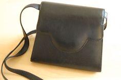 Pochette en cuir noir EM-EL Bags via Gaspard, Basile et Lulli. Click on the image to see more!