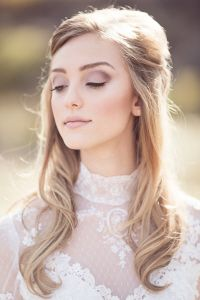 Soft bridal makeup with lavender on the eyes, highlighted cheekbones and a soft pink lip <3  Wedding Hair and Makeup by La Di Da Beauty | Destination wedding Lake Tahoe | Photography by Anicia Beckwith