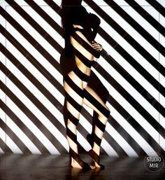 Soyez une oeuvre d'art au studio Mir Notre jolie modèle du jour est venue pour effectuer un shooting photo projection sur corps en studio près de Paris.