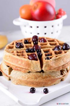 The aroma of these Banana Oatmeal waffles is irresistible. This is another quick hearty breakfast or brunch idea that can be quickly put together. Banana Recipes, Waffle Recipes, Oatmeal Recipes, Healthy Waffles, Protein Waffles, Banana Oatmeal Pancakes, Pancakes And Waffles, Oatmeal Cake, Banana Bread
