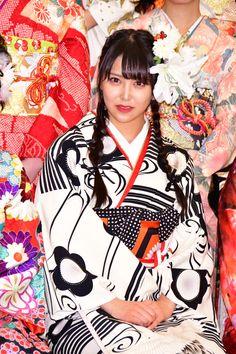 アイドルグループ・AKB48グループの成人式が8日、東京・神田明神で行われ、AKB48の向井地美音、SKE48の熊崎晴香、NMB48(AKB48兼任)の白間美瑠、HKT48(AKB48兼任)の宮脇咲良、STU48(AKB48兼任)の岡田奈々(AKB48兼任)らが出席した。