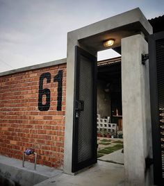exposed brick and concrete finish for wall Fence Gate Design, Modern Fence Design, House Gate Design, Gate House, House Front Design, Entrance Design, House Entrance, Facade House, Modern House Design