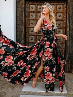 Today floral dresses are present in every woman's wardrobe. The trend is so prevalent that we cannot imagine our lives without it already. Do you already have any fashionable floral dresses? Summer Dress Outfits, Casual Dresses, Maxi Dresses, Dress Summer, Floaty Dress, Dress Up, Prom Dress, Floral Dress Design, Cocktail Bridesmaid Dresses