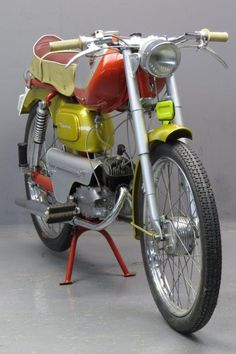 Eysink 1959 Record 49cc Puch Moped, Moped Scooter, Custom Moped, Cool Motorcycles, Classic Bikes, Vintage Bikes, Cool Bikes, Motorbikes, Bicycle
