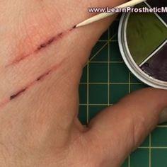 Create simple & effective 'scratch-effect' makeup