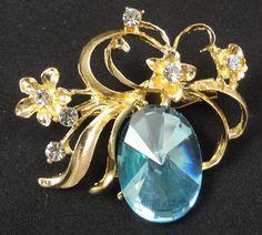 Flower Brooch - F0094 - Gold Tone Light Blue
