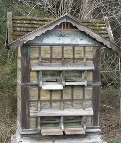Bee hive. Must have taken so much work. amazing. thx for sharing. http://www.mahakobees.com/blog