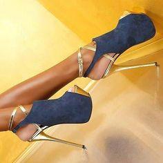 Zapatillas de plataforma doradas con forro color mezclilla
