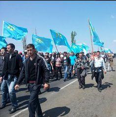 5000 Crimean Tatars protesting on RU Imposed border crossing in #Crimea |EMPR News #russiainvadesukraine #Ukraine pic.twitter.com/jo3RRAV9VI