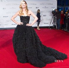 Doutzen Kroes In Giambattisa Valli Couture – 'Nova Zemba' Amsterdam Premiere