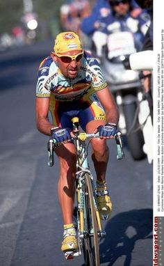 Marco Pantani attacked on the Cipressa during the 1999 edition of Milano-Sanremo Vintage Cycles, Bicycle Art, Old Bikes, Pro Cycling, Cool Bicycles, Road Racing, Champs, Personal Trainer, Engine