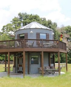 Florida Silo House - Tiny House for Sale in Lake City, Florida - Tiny House Listings Tiny Houses For Sale, Little Houses, Rustic Outdoor Structures, Grain Silo, Backyard Gazebo, Tiny House Listings, Round House, Cabin Homes, Future House
