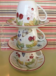 Coffee Cups And Saucers, Teapots And Cups, Tea Cups, China Painting, Ceramic Design, Tea Party, Berries, Pottery, Hand Painted