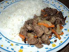 carne frit com cenoura e cebola
