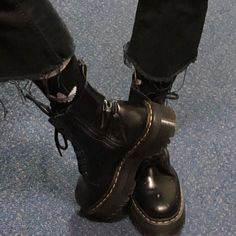 Dr Shoes, Sock Shoes, Cute Shoes, Me Too Shoes, Shoes Sneakers, Aesthetic Shoes, Aesthetic Grunge, Aesthetic Clothes, Doc Martens