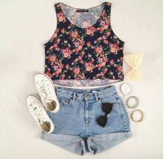 Cute spring outfit, for walking around town with your besties :) ~Me