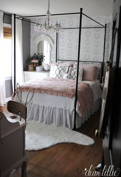 Pretty Girls Room (Dear Lillie)