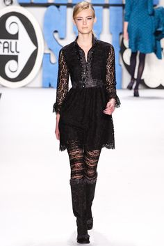Anna Sui Fall 2012 Ready-to-Wear Fashion Show - Ymre Stiekema