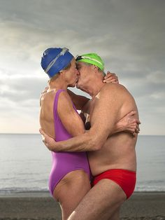 elderly couple still in love ~ Young at heart Elderly Couples, Old Couples, Couples In Love, Celine Dion, Aerobic, Growing Old Together, Old Folks, Lasting Love, Bikini Poses