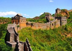 The Great Wall of China is one of the most memorable landmarks of the world. It is one of the most visited sites in all of China for tourists and is one of the seven wonders. Discover the history behind this monumental creation. Tour Eiffel, Beijing, China Facts, Visit China, Le Palais, Great Wall Of China, Ancient China, Famous Places, China Travel