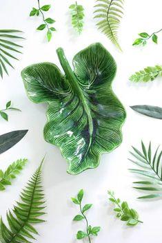 XL Mid Century Ceramic Caladium Leaf Dish Mid Century Bar, Hull Pottery, Beautiful Textures, Vintage Ceramic, Plant Leaves, Ceramics, Dishes, Lush, Glaze
