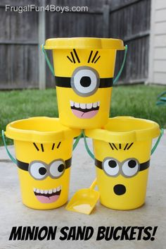 (With a free printable pattern DIY Minions Sand Buckets - these are so fun! Duct tape and plain yellow sand buckets. These would be perfect for a minions party. Free printable pattern in the post. Minion Party Theme, Despicable Me Party, Minion Birthday, 2nd Birthday, Minion Party Favors, Birthday Ideas, Park Birthday, Minion Games, Minion Craft