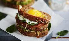 Mehevä munakerrosleipä | Aamiainen | HS