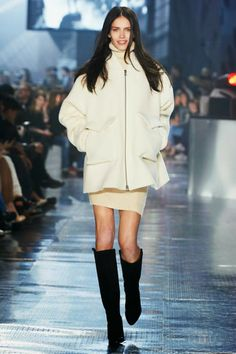 The H&M Fall 2014 held its second runway show at the Grand Palais in Paris, featuring supermodels and newcomers alike. See our favorite looks here. Catwalk Fashion, Fashion Moda, Pop Fashion, Fashion News, Fashion Design, Fashion Trends, Paris Fashion, Moda Paris, Skirts With Boots