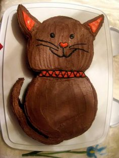 Cat Cake- Yep, going to attempt this for Sophia's bday.