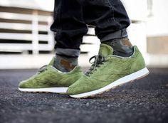 59a18454d7bcf chaussure-reebok-classic-leather-tdc-daim-vert-olive-2