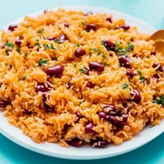 Really yummy! You do do to continue to stir the rice every few min during the 15 min wait time after adding vegetable broth otherwise it will burn White Rice Dishes, White Rice Recipes, Rice Side Dishes, Rice Recipes For Dinner, Easy Rice Recipes, Bean Recipes, Kidney Beans And Rice, Spanish Rice And Beans, Recipes With Kidney Beans