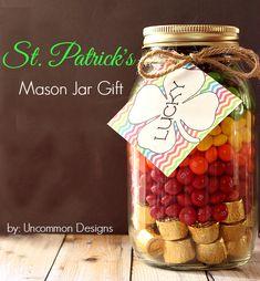 Patricks Day Mason Jar Gift with Free Printable Lucky Tag - Uncommon Designs. Mason Jar Gifts, Mason Jar Diy, St Paddys Day, St Patricks Day, Saint Patricks, Holiday Treats, Holiday Fun, Christmas Ideas, Pots
