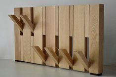 Solid oak coat rack in-design and fold-out hooks by Kapstokopmaat