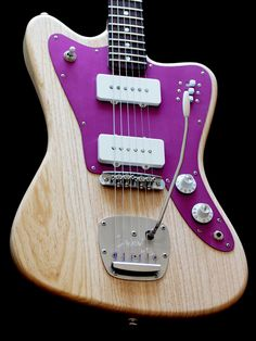 Deimel Firestar with a swamp ash body in »Natural Satin« and a magenta anodized aluminum pickguard