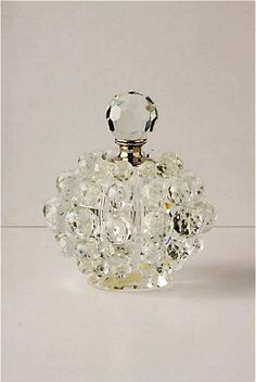 Tendance parfums Tendance parfums Perfume Bottle Discovred By: onkelinxjosiane Antique Perfume Bottles, Vintage Bottles, Bottles And Jars, Glass Bottles, Perfumes Vintage, Beautiful Perfume, Bottle Art, Vases, Glass Art