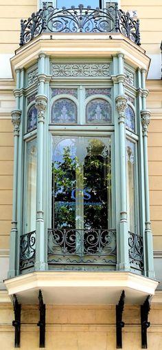 Barcelona - Passeig de Gràcia 058 c 1 Architecture Design, Art Nouveau Architecture, Beautiful Architecture, Beautiful Buildings, Old Windows, Windows And Doors, Unique Doors, Window View, Through The Window