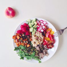Regnbueskål + grøn smoothie | Emily Salomon