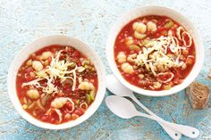 Een stevige soep met toch minder dan 450 calorieën en in 20 minuten klaar - Recept - Allerhande
